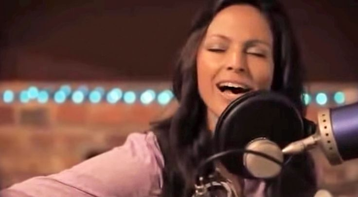 Country Music Lyrics - Quotes - Songs Modern country - Joey Feek Sings About The Power Of Love In Breathtaking Acoustic Session - Youtube Music Videos http://countryrebel.com/blogs/videos/joey-feek-sings-about-the-power-of-love-in-breathtaking-acoustic-session