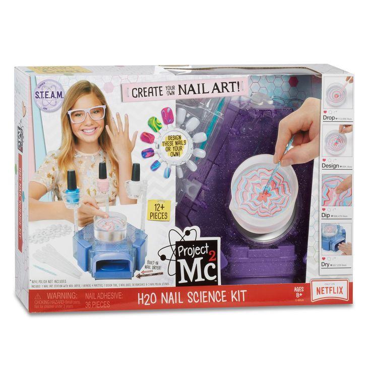 Maak de gaafste nagellak designs met dit Project Mc2 H2O Nail Science Lab. Vul het bakje met water, druppel met de pipetjes de nagellak erin en creëer de gaafste patronen. Breng het design over op je nagels en laat ze drogen in de speciale droger. De set bevat een nagelstation met nageldroger, een beker, 4 pipetten, 1 design tool, 3 nagelschijven, 36 plakkertjes en 3 nagellakhouders. Nagellak en batterijen niet inbegrepen. Afmeting: verpakking 38 x 26 x 8 cm - Project Mc2 H2O Nail Science…