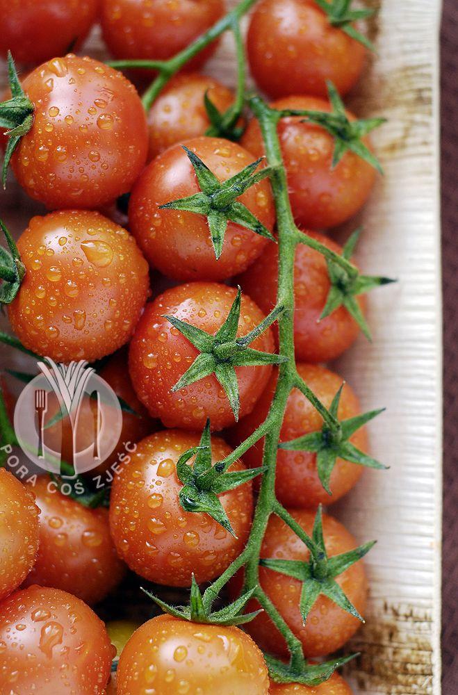 Food photography, food art - cherry tomatoes.