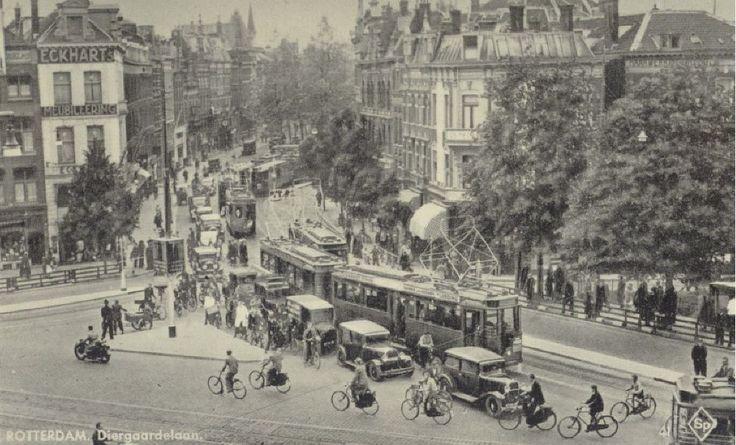 De Diergaardelaan met in het midden de Stationsweg en rechts het Slagveld (1935).