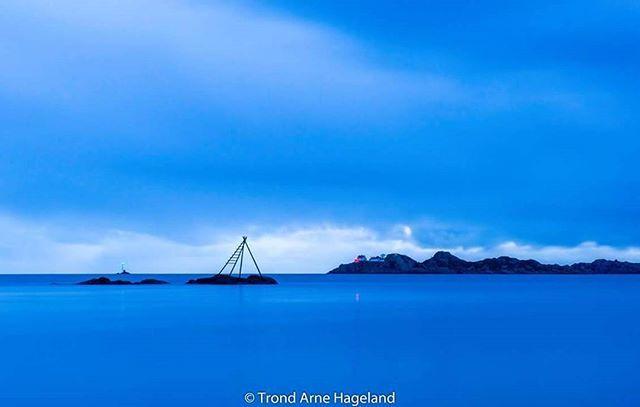 #Mandal #mannefjorden #norway #norge #winter #bluehour #bluehourphotography #island #ocean #beauty #Beach #ocean #night #nightphotography #sky #beautiful #sunset #lighthouse #laksestige #salmon #ladder #fishing #sjøsanden #visitsørlandet #visitnorway #nrksørlandet #palmekysten #longexposure #leefilters