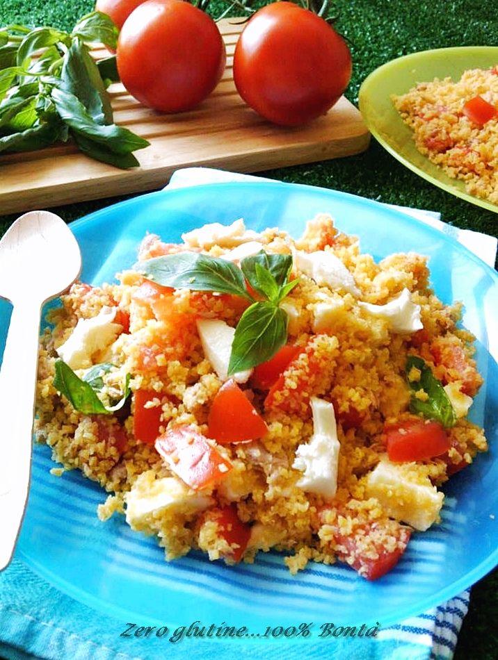 Voglia di piatti freddi e veloci,e il Cous cous con pomodoro e mozzarella è uno di quelli.Facile e veloce da preparare