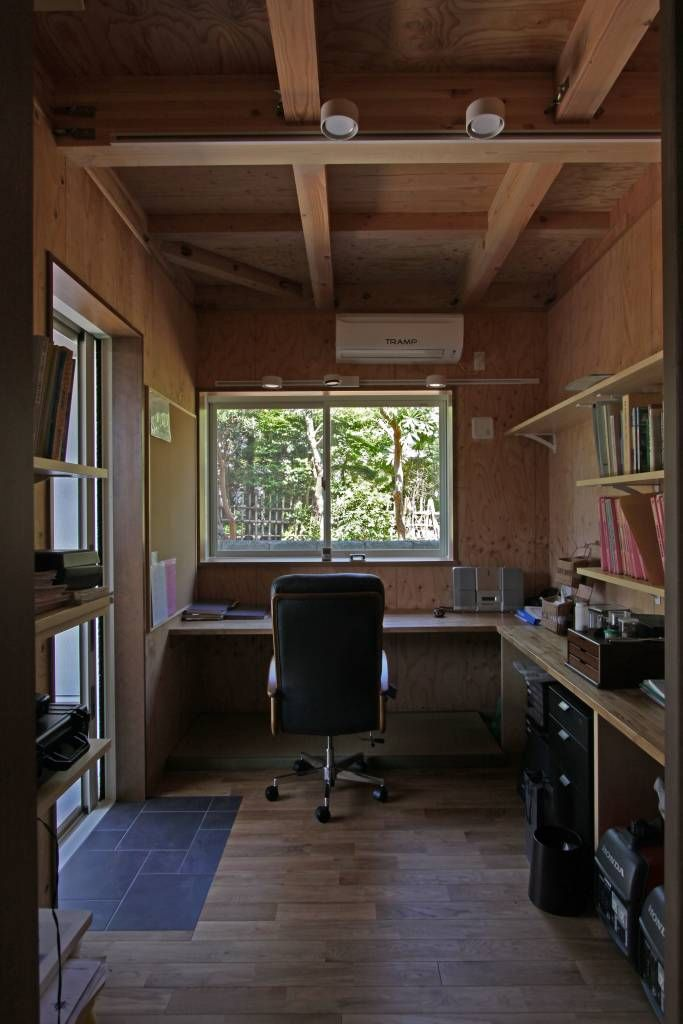 translation missing: jp.style.書斎-オフィス.scandinavian書斎&オフィスのデザイン:回廊テラスで緑と接する2世帯住宅をご紹介。こちらでお気に入りの書斎&オフィスデザインを見つけて、自分だけの素敵な家を完成させましょう。