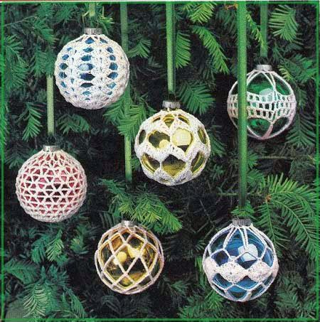 обвязанные елочные шары