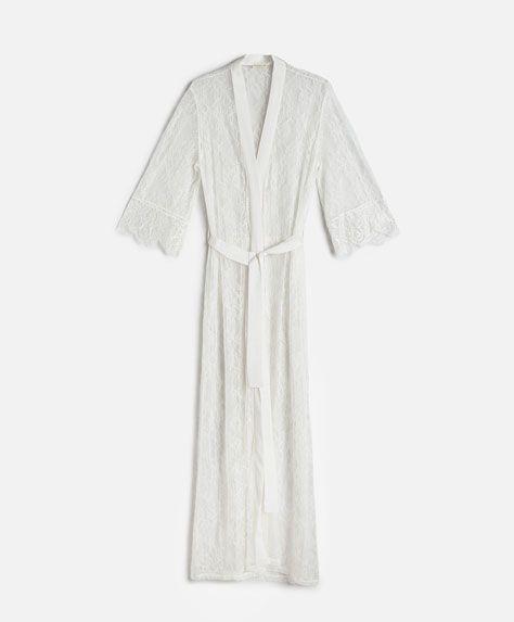 Essential Lace sabahlık - İÇ GİYİM - Oysho online mağazada kadın modasında Ilkbahar yaz 2017 trendleri. Hediye almak, İç çamaşırı, pijamalar, spor giyim, spor ayakkabi, ayakkabılar, aksesuarlar, korseler, plaj giyimi ve mayo & bikiniler. Bütün kadınlar için stiller!