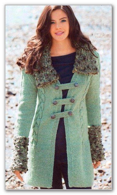 Вязание спицами. Однотонное прямое пальто с отделкой букле и застежкой клевант. Размеры: 36/38 (40/42) 44/46