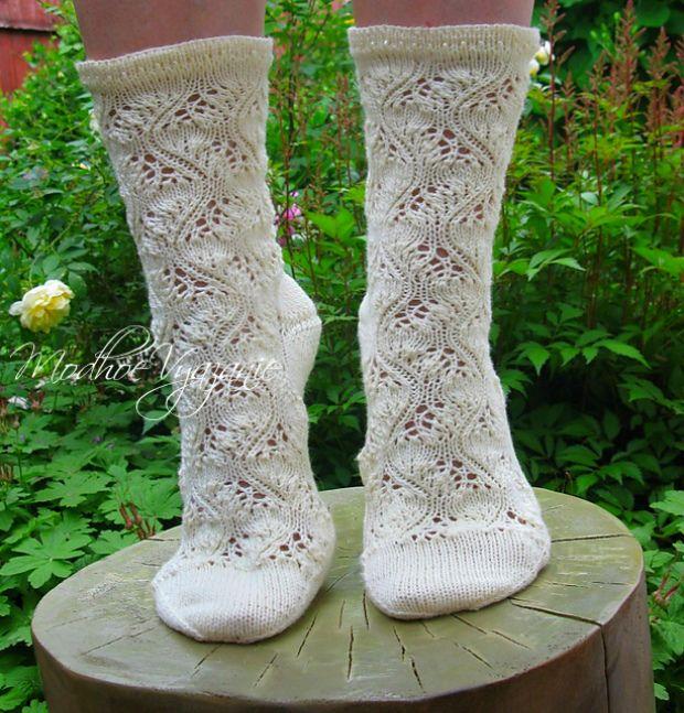 Брюссельские ажурные носки Ажурные брюссельские носочки связаны спицами,автор модели  Stephanie van der Linden.Такие носочки всегда согреют ваши ножки в наступающие прохладные вечера.