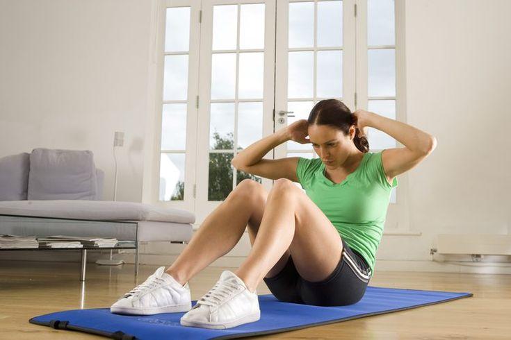 Tipos de ejercicios abdominales desafiantes. Los abdominales (situps) tradicionales son un componente esencial de una rutina de ejercicios de calistenia. Este ejercicio, que se enfoca en los músculos abdominales pero también fortalece los músculos flexores de la cadera, puede ser un reto en sí ...