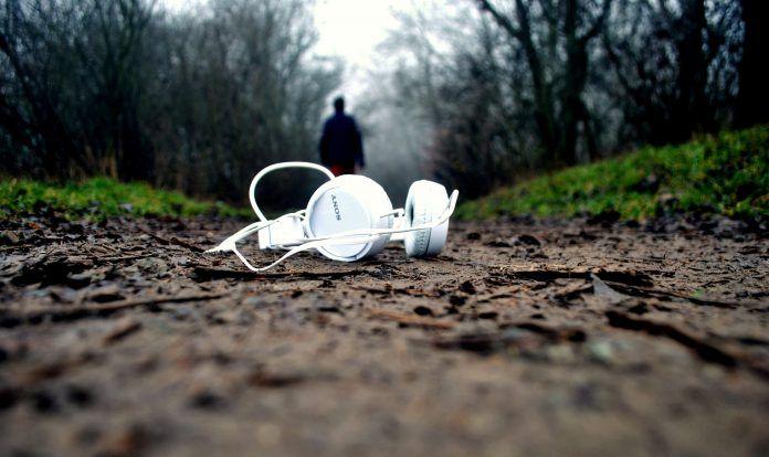 #Headphones #Mic #VideoCalling #Gadgets Find list of 10 best headphones with mic option : 2017