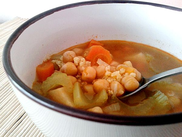 Csicseriborsó leves gyökérzöldségekkel