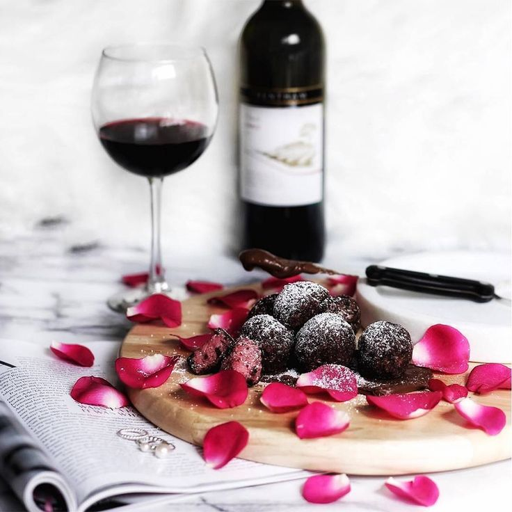 "❤️ Thank you for being the ""you"" to our ""foodz"". 😘  Happy Valentine's Day!  #Youfoodz #Wine #ValentinesDay #Love #Chocolate"
