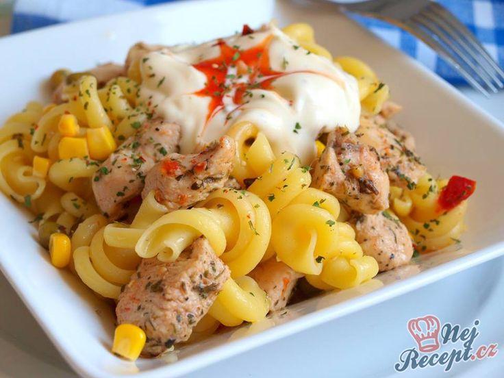 Salát můžeme podávat jak teplý, tak vychlazený. Nezapomeňte na ten dip! Autor: Naďa I. (Rebeka)