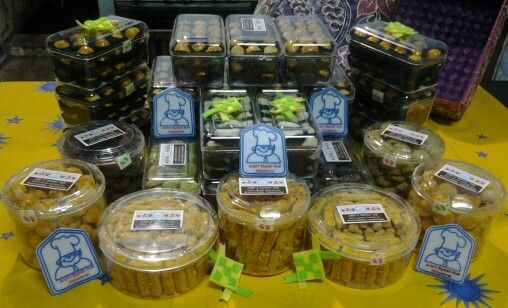 My Cookies --> kaastengels, nastar, putri salju, larut greentea, etc