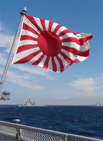 海自艦の艦尾でなびく旭日旗。This is a flag traditionally hung up over a Japanese navy naval fleet. The Maritime Self Defense Force has hung up now. This is not related to politics,propaganda and Japan bashing. This is one of the flags of us Japanese.