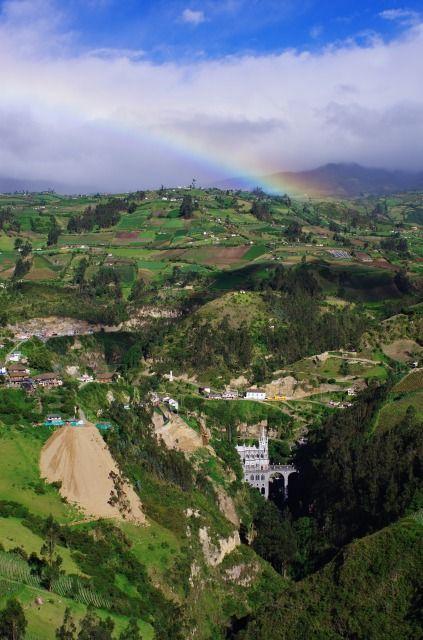 コロンビア ラスラハス教会の上に虹