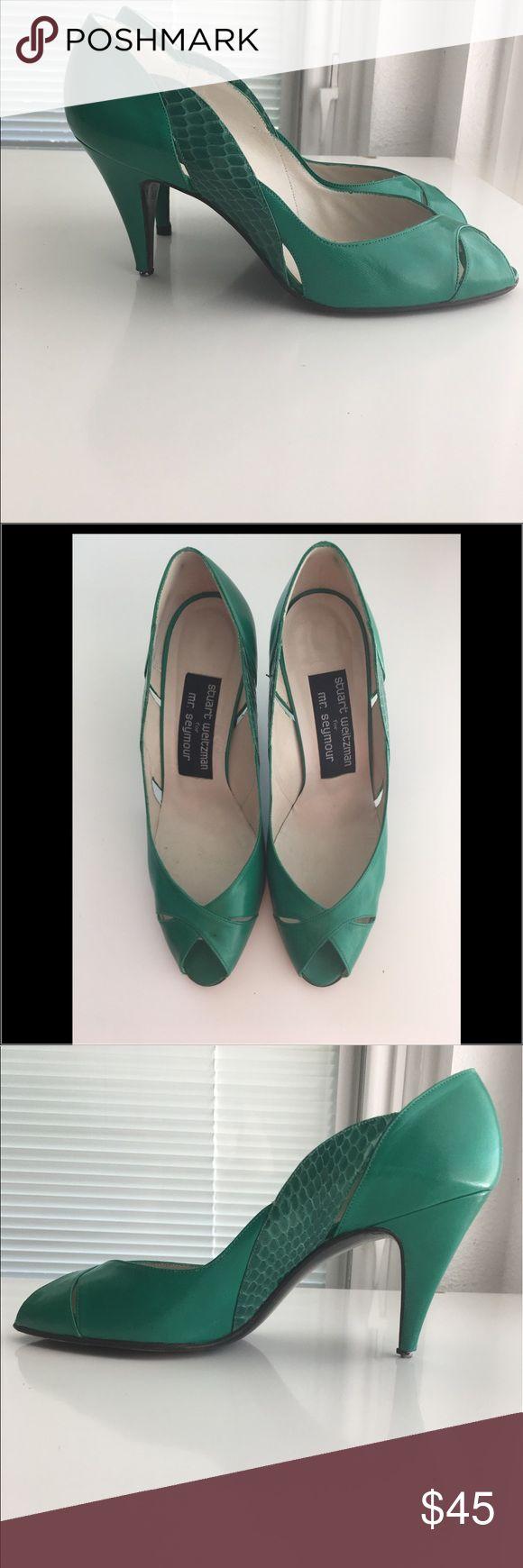 Stuart Weitzman leather Pumps 💚 Snake skin , super cute pumps, excellent condition just need the heel tip fix. Stuart Weitzman Shoes Heels