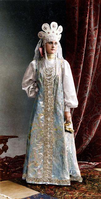 Maid of honor, Princess Elizaveta.Vladimirovna .Baryatinskaya (in a dress for the performance of the Russian dance at the costume ball), 1903 |