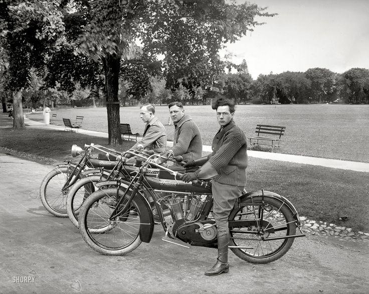 El equipo de la motocicleta de San Francisco 1915 © Shorpy