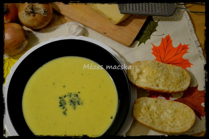 Kurkumás francia hagymakrémleves - sajtos pirítóssal - French onion soup with cheesy toast