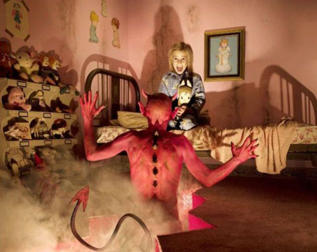 This Dad Takes Nightmarish Horror Photos Starring His Own Daughters