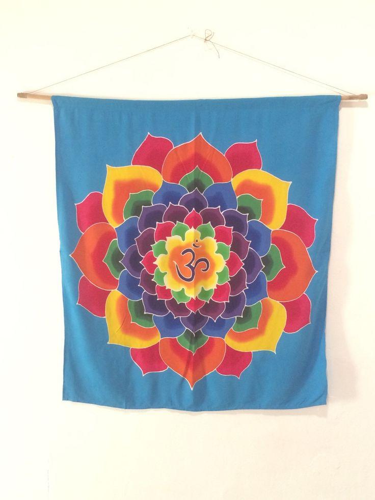 Un favorito personal de mi tienda Etsy https://www.etsy.com/listing/128506876/hand-painted-batik-lotus-om-wall-hanging