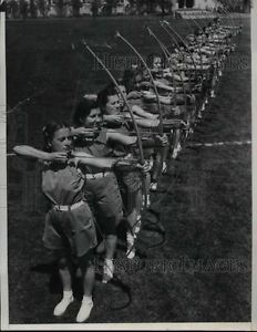 1937 Press Photo San Diego State College Lucille West Archery.
