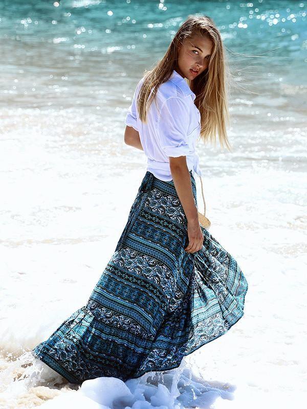 Bohemia con estampado floral, faldas de playa en la parte partida de la playa