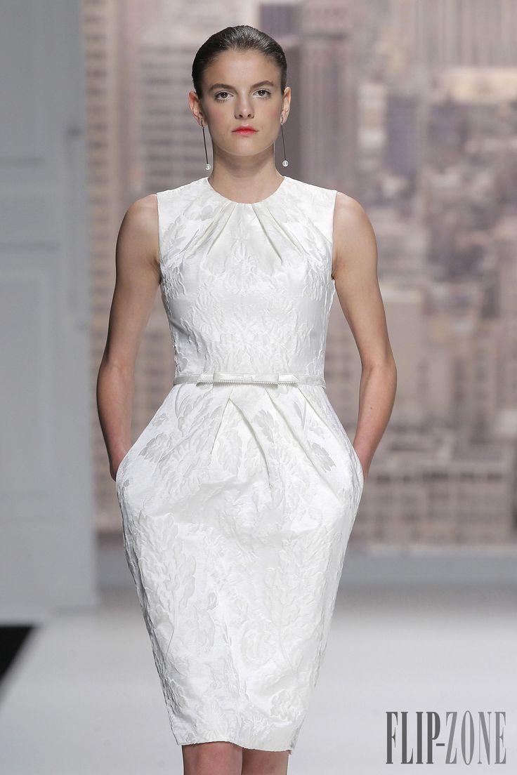 Rosa Clara 2015 collection - Bridal - http://www.flip-zone.com/fashion/bridal/the-bride/rosa-clara-4734