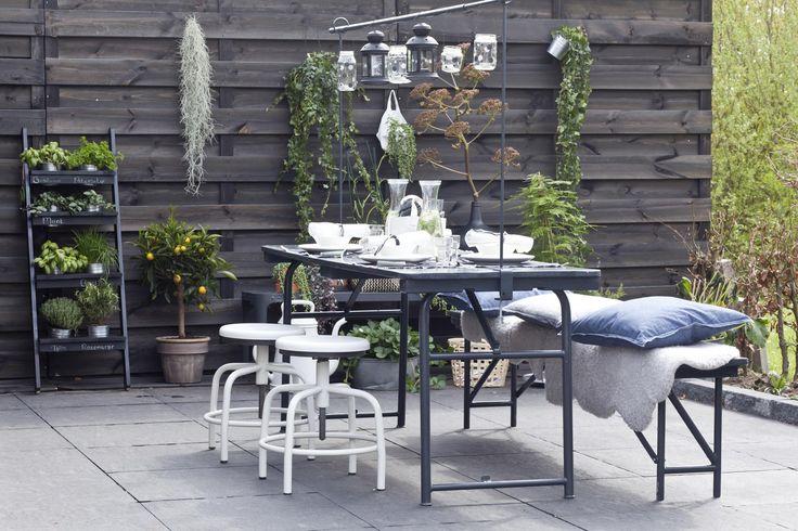 De nieuwe eethoek in de tuin van Bram en Nienke | Make-over door Leonie Mooren