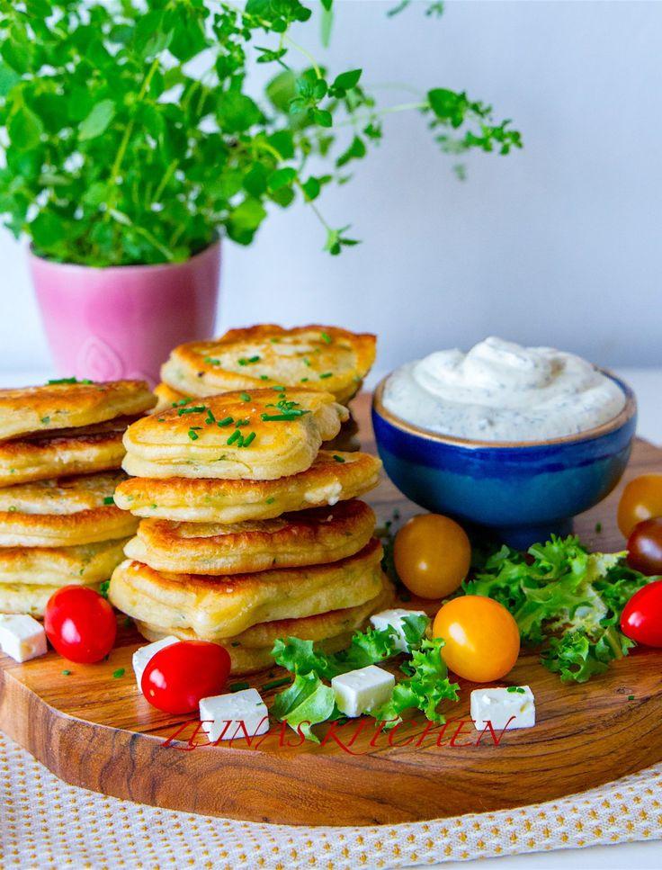 """Matiga och goda potatisbiffar som serveras med en fräsig örtyoghurt. De är goda att avnjutas som de är med en sallad eller varför inte bröd som """"burgare""""? Även mycket goda som tillbehör till grillat. En twist på klassiska potatisbullar, mycket goda! Ca 18 st potatisbiffar 12 st mjöliga potatisar 2 ägg 1 dl ströbröd 1 gul lök 1 dl finhackad färsk persilja eller 2-3 msk torkad/djupfryst Salt (gärna örtsalt) 0,5 tsk svartpeppar Smör och olja till stekning Örtyoghurt: 3 dl crème fraiche elle..."""