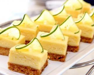 Cheesecakes au citron pour café gourmand : http://www.fourchette-et-bikini.fr/recettes/recettes-minceur/cheesecakes-au-citron-pour-cafe-gourmand.html