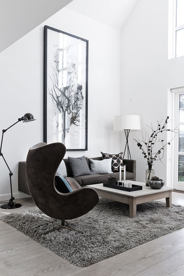 Stunning high ceiling-ed living space with Arne Jacobsen's Egg iconic Egg chair and Tripode G5 from Santa & Cole