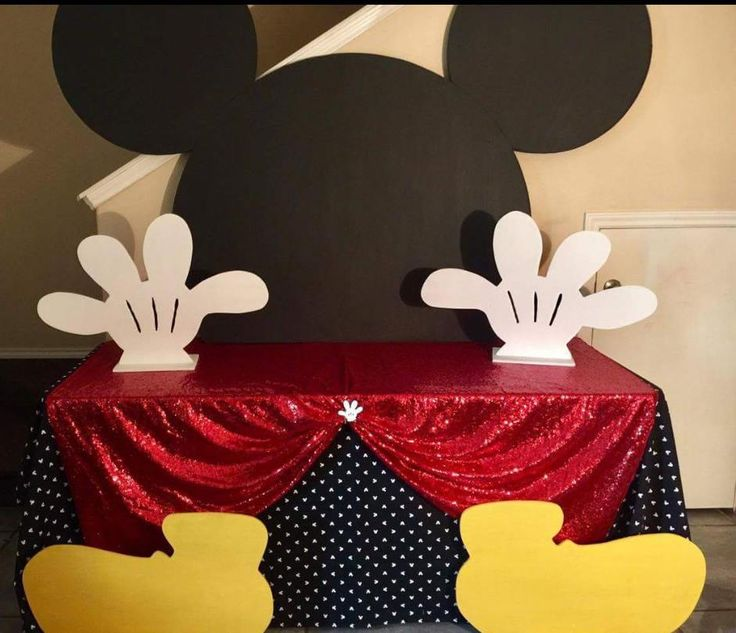 Mickey Mouse cake table