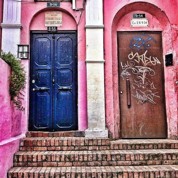 """""""La cajita del chorro #instagramyourcity #bogota @socialmediaweek @smwbog #colombia #igerscolombia #doctorchapu #lacandelaria"""" by @doctorchapu"""