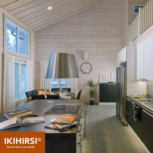 Вид сбоку на объединенную кухню-гостиную-столовую. Модель H2-154 #деревянныйдом из клееного бруса #Ikihirsi. Еще больше проектов на http://www.ikihirsirussia.ru/