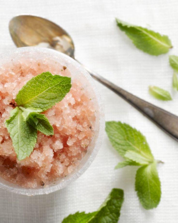 Granita is een lekker licht ijsje op  basis van fruitsap. In dit geval watermeloen met munt erbij. Een zalig  frisse combinatie!