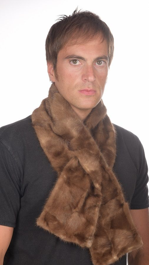 Sciarpe uomo pelliccia in ritagli visone marro'.  www.amifur.com
