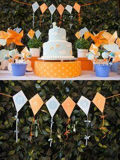 Festa com tema Pipa e Catavento: pura alegria em laranja e azul! http://www.mildicasdemae.com.br/2013/09/festa-pipa-cataventos-pura-alegria.html