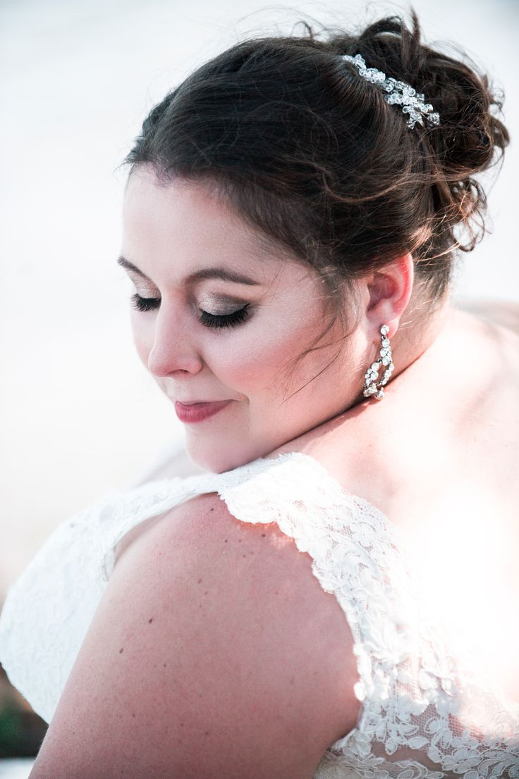 Jessica Had The Most Amazing Hair And Makeup For Her Big Day Weddingmakeup Makeupwin Weddinghair Wedding Hairstyles Plus Size Bride Wedding Photographers