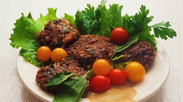 Котлеты из баклажанов – истинный  деликатес для ценителей вегетарианской кухни. Нежные пикантные котлетки  сразят Вас своими вкусовыми достоинствами. Детки от такого блюда просто в  восторге. Сытные…