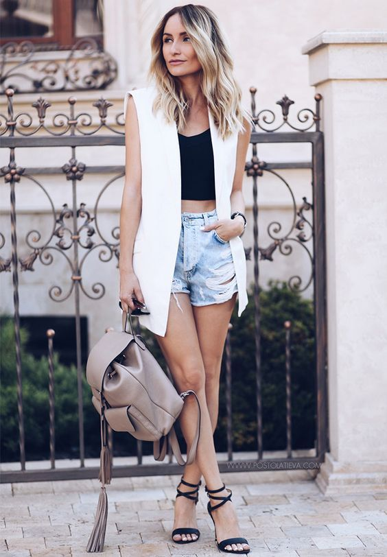 cropped-preto-maxi-colete-short-jeans-look