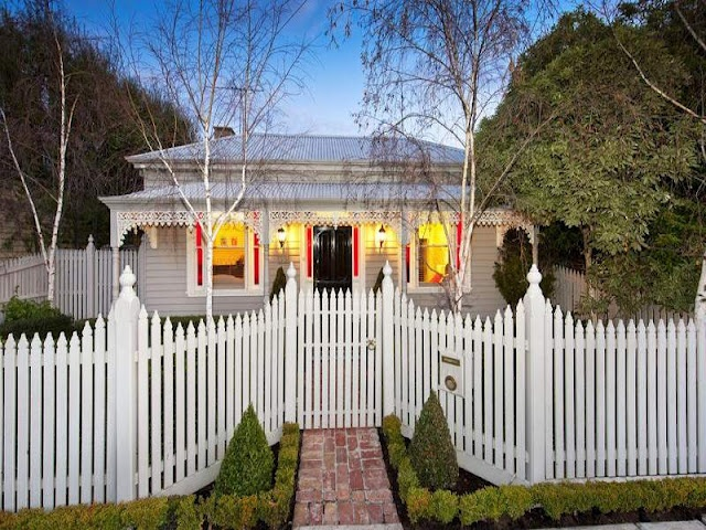 pretty little cottage -- love the fence