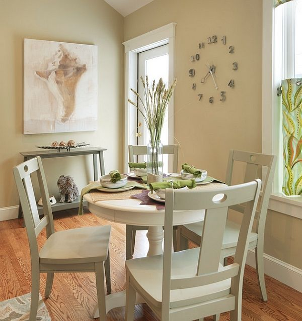 Round dining tables are a perfect fit for small dining rooms