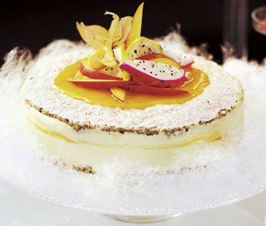 Recept: Frusen nötbiskvi- och mangotårta