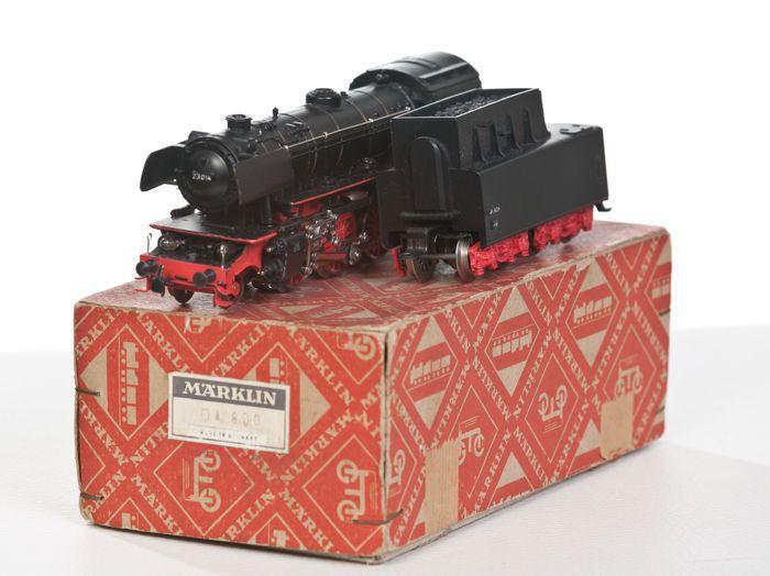 Märklin H0 - DA800. 1 - stoom locomotief BR23  Märklin H0 - DA800. 1 - stoom locomotief BR231 versie met ketels gemaakt van kunststof 2 lampen voorzijde tedere kunststof en zonder crasht connector type BK 5; Locomotief rijdt en schakelt perfect goed tot zeer goed voorwaarde gebruikte karton.Verzending alleen verzekerd.De foto's geven een goede indruk en maken deel uit van de beschrijving van de veiling.  EUR 25.00  Meer informatie