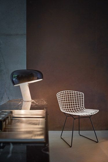 Snoopy by Achille and Pier Giacomo Castiglioni refreshes this simple and minimalist desk area.