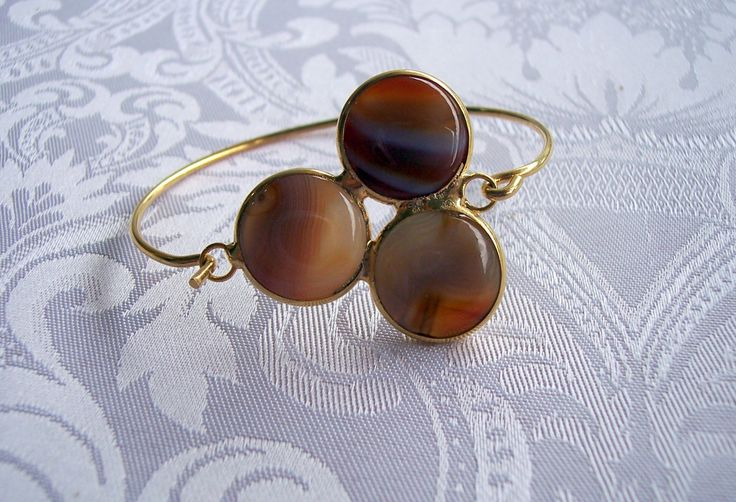 Triple agate bracelet with three round agate stones. Handmade and gold plated bracelet by GardenOfLinda on Etsy