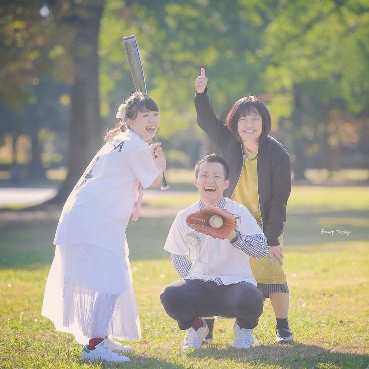 ストライク 前撮り中 突如といらっしゃった お母様も一緒に #家族写真 せっかくなので 審判に笑 底抜けに明るい お母様のおかげで 場も和みましたね 奮闘する僕のために パンと飲み物の差し入れまで 頂きました ありがとうございます #野球#プレ花嫁 #日本中のプレ花嫁さんと繋がりたい #結婚式準備 #ドレス試着 #前撮り#ウェディングフォト#ロケーションフォト#ウェディングドレス #farny_brides#卒花#2018春婚#2018夏婚#プロポーズ#名古屋花嫁#東海プレ花嫁#ドレス迷子#dressy花嫁#lovers_nippon_portrait #庄内緑地公園