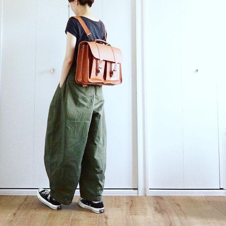 """Reposting @miki__072: ... """"* 2017.8.30(wed) サーカスパンツ。 実はカーキもお迎えしてます。笑 トレンチコートとかに合わせたくて 秋に向けて購入したブリーフケース (@grafeajapan ) リュックにもなるし サーカスさんとも相性◎だし いい感じ♡ もっと味が出るように育てたいなー ・ ・ #fashion #ootd #outfitoftoday #bag #サーカスパンツ #wearも見てねん"""" Womenswear mode style fashion outfit ootd clothing tenue femme"""