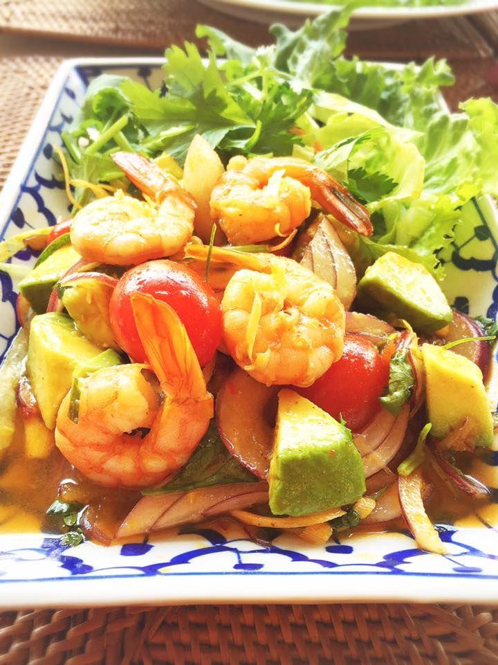 11月のThai Fusion プラクンアボカド(エビアボカドサラダ)、定番なタイカレー:ココナツミルクなしで卵焼きとエビカレー(オレンジカレー)